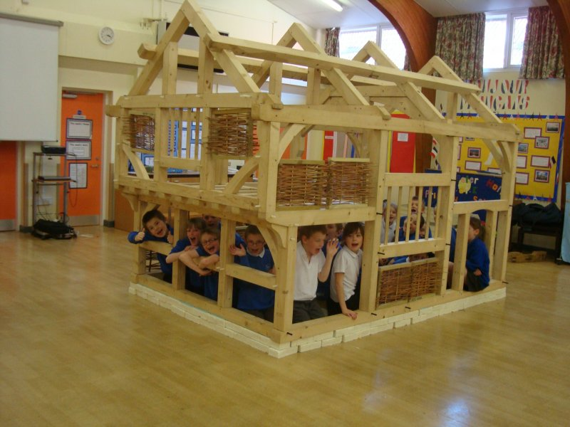 Tudor house make your own historymake your own history - What makes a house a tudor ...